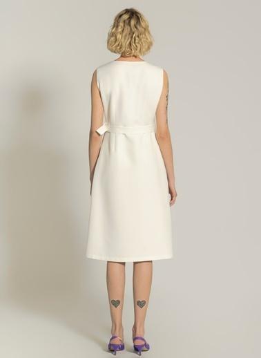 NGSTYLE Düğme Detaylı Midi Elbise Ekru